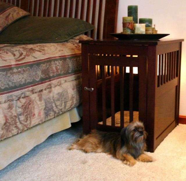 Dynamic Accents Medium End Table Crate   Mahogany